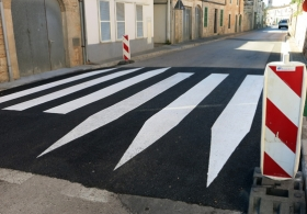 paint pedestrian crossing. Exterior paintings. Majorca